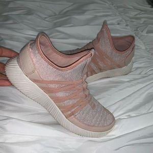 Lola Shoetique